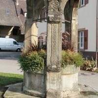 Alter Brunnen im Wasserschloß Helmstadt
